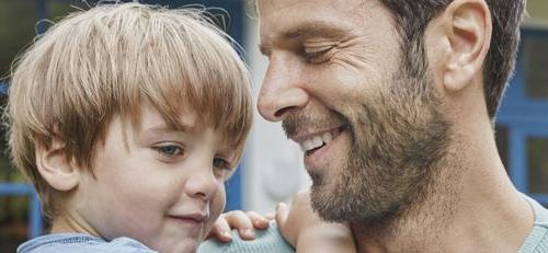 Συζήτηση μεταξύ μικρού παιδιού και πολυάσχολου πατέρα.
