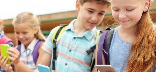 Κατά πόσο επηρεάζει η χρήση κινητών, tablet και ηλεκτρονικών παιχνιδιών τα παιδιά;