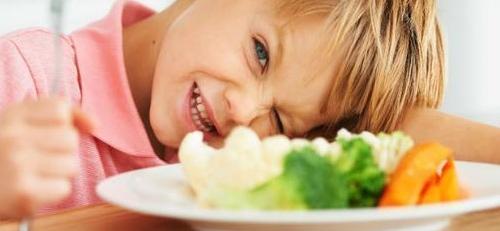 «Το παιδί μου αρνείται να φάει»: 5 συμβουλές για να το αντιμετωπίσετε.