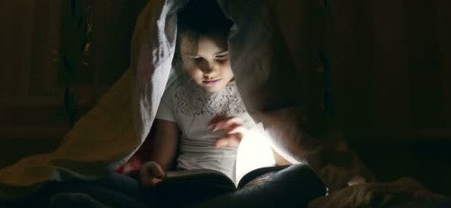 Πόσο ωφέλιμο είναι να διαβάζουν οι γονείς παραμύθια στα παιδιά;